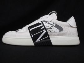 ヴァレンティノ VALENTINO メンズ 靴 スニーカー 2color VLTNマルチロゴ・ソール/タン部分VALENTINOロゴ入りローカットスニーカー ホワイト ブラック バレンティノ バレンチノ ヴァレンチノ TY0S0C58 WRQ 24P / 0NI