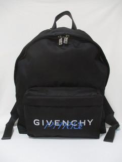 ジバンシー(GIVENCHY) メンズ 鞄 バッグ バックパック リュック ロゴ unisex可 GIVENCHY PARISロゴ・ロゴ刻印ジップ付バックパック 黒 BK500J K0W7 001