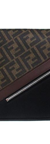 フェンディ(FENDI) メンズ 鞄 バッグ クラッチバッグ ロゴ ユニセックス可 ZIPロゴ刻印・バックFFズッカ柄付きレザークラッチバッグ 黒 7VA491 A9XS F199B