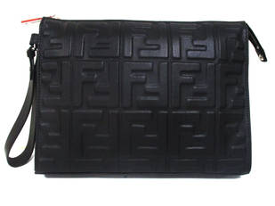 フェンディ(FENDI) メンズ 鞄 バッグ クラッチバッグ ロゴ ユニセックス可 ジップロゴ刻印・ボディーエンボス加工FFズッカ柄付きレザークラッチバッグ ブラック 7VA491 A72V F0GXN