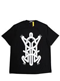 モンクレールジーニアス(MONCLER GENIUS) メンズ トップス Tシャツ 半袖 ロゴ GENIUS Craig Greenコラボ フロッググラフィックロゴプリント付Tシャツ ブラック 8C00002 809E3 999 (R37400)