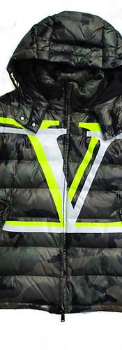 ヴァレンティノ(VALENTINO) メンズ アウター ダウン ジャケット ロゴ カモ柄・ジップロゴ刻印・VALENTINO 2重Vロゴプリント付ダウンジャケット バレンティノ バレンチノ ヴァレンティノ カーキ カモ柄 UV3CNA31 6GK MC8