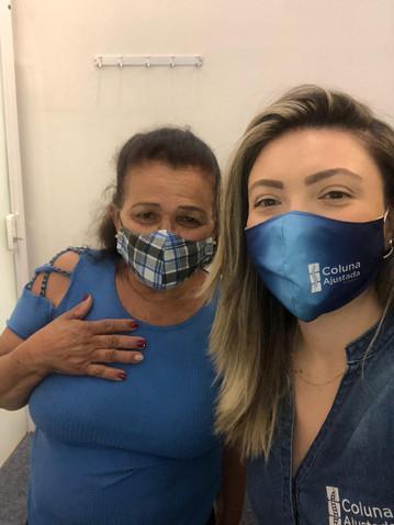 Quiropraxista Ana Clara e sua paciende