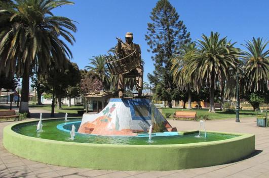 estatua_tejedor_de_mimbre_en_chimbarongo