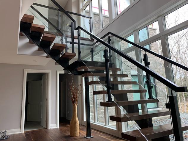 Open-Riser Staircase 14