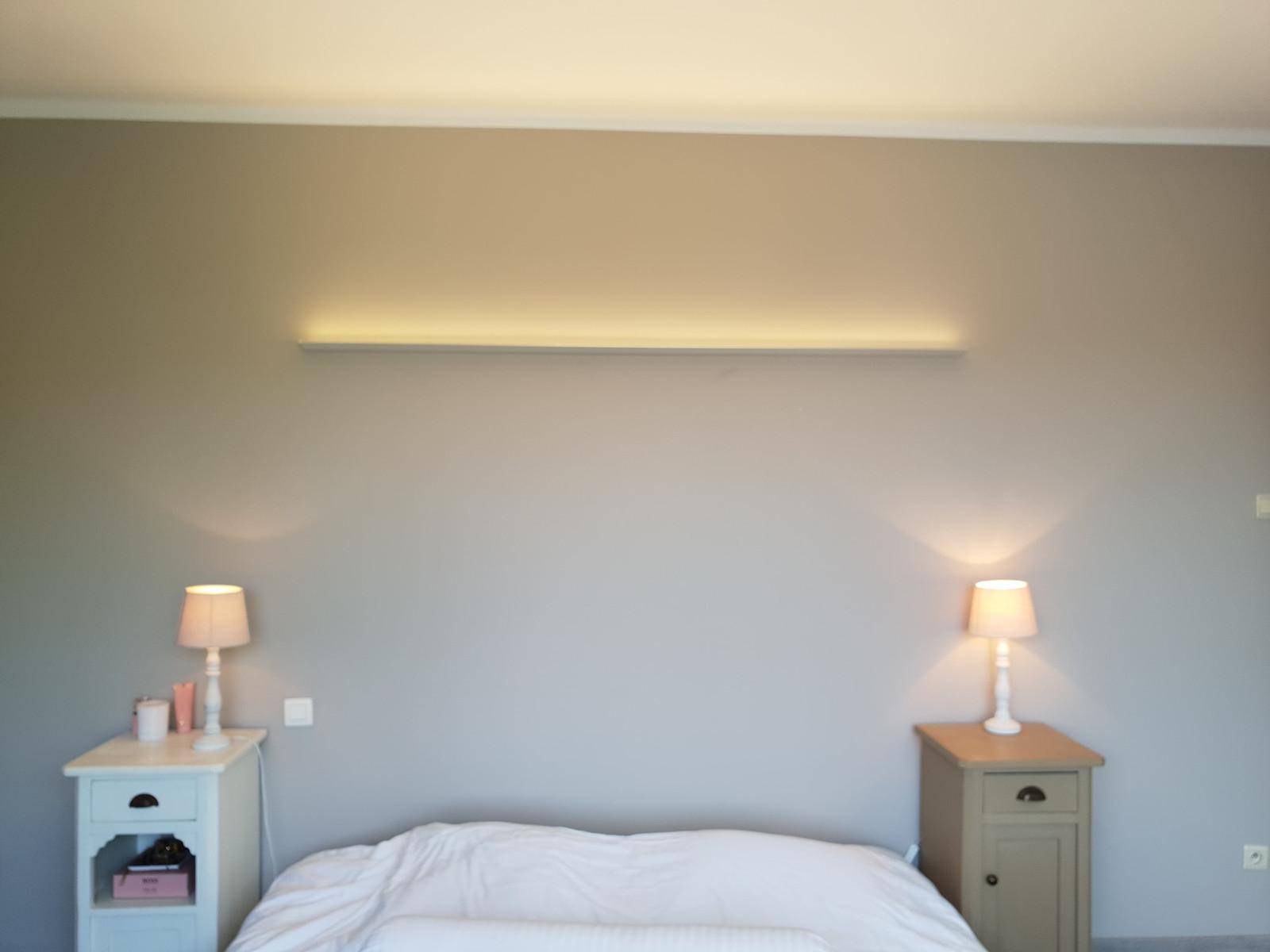 Led strip aluminium profiel \' opbouw. Opgehangen in slaapkamer ...
