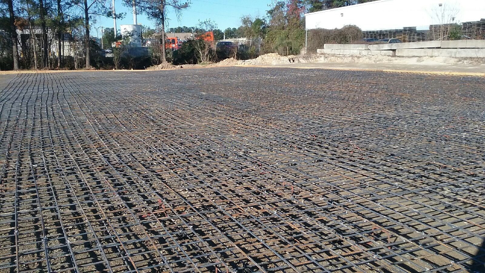 A sea of rebar for the heavy duty floor