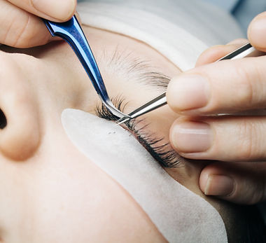 eyelash-extensions-close-up-of-artificia