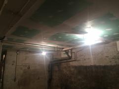 Placo marine sous plafond de cave