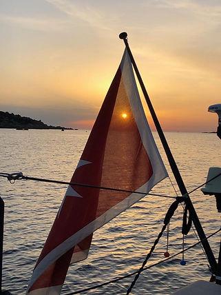 bandiera con sole che si riflette.JPG