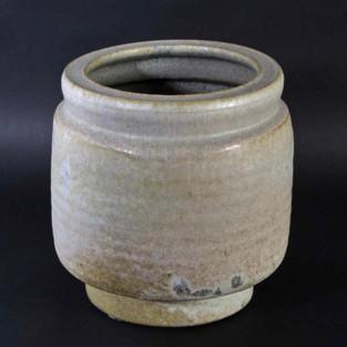 Freeformed huge vase with rills