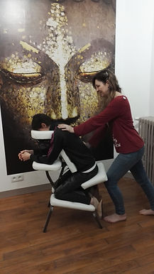 Alexia pratique le massage assis
