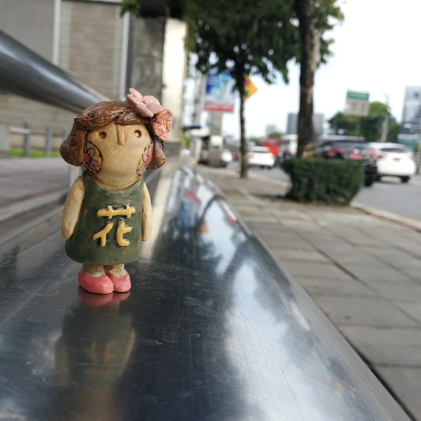 Hana chan waits for bus