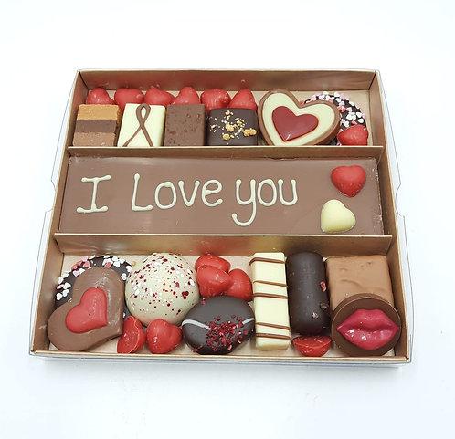"""Doos met bonbons en chocolade  """"I love you"""""""