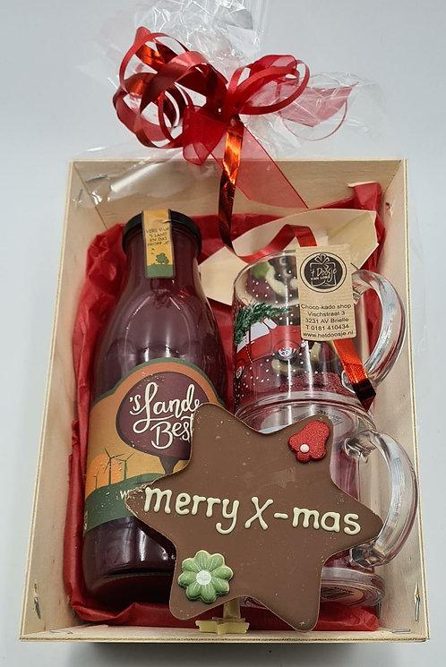 Gluhsap met kerstglazen en chocolade