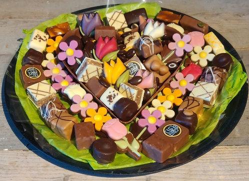 Hartenschaal met bonbons