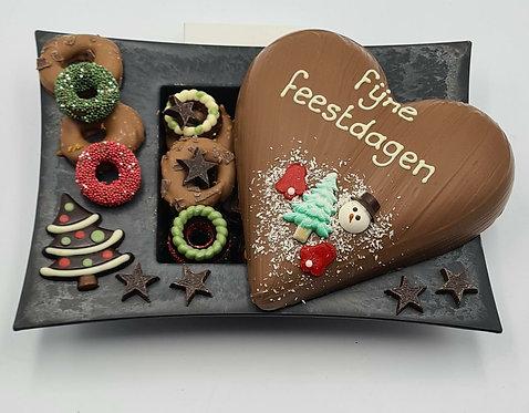 Schaal met chocolade hart fijne feestdagen