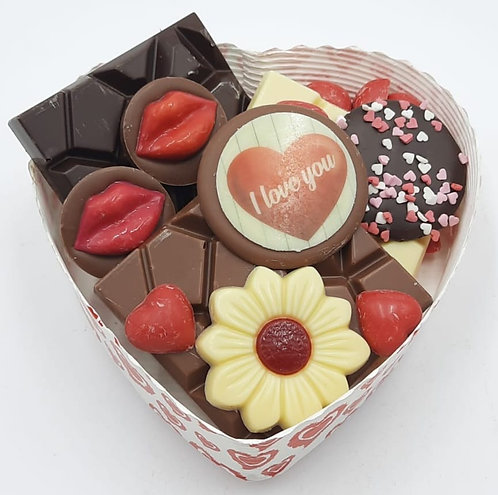 Valentijns bakje gevuld met lekkers