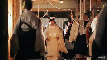 Japan's emperor spends a night with a go