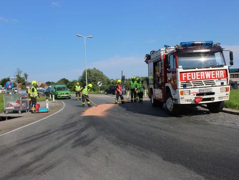 Betriebsmittelaustritt in Kreisverkehr