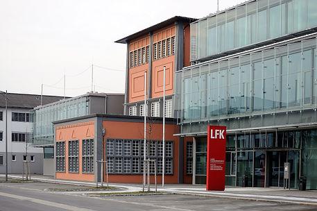 2880px-Linz_Landesfeuerwehrschule_Perman