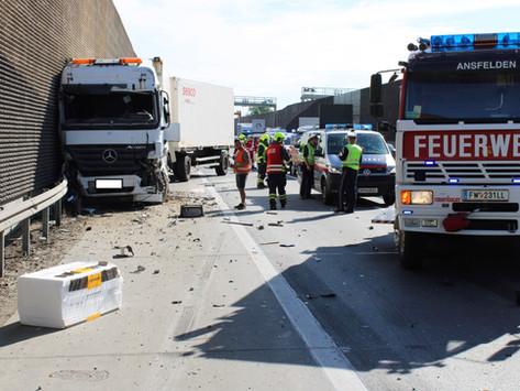 Verkehrsunfall auf Autobahn A1