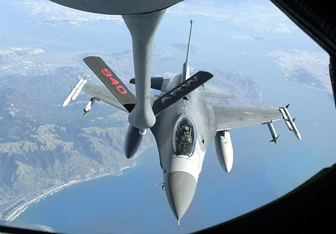 F-16 Refueling from a KC-135.jpg