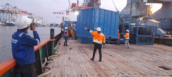 Oil _ Gas Equipment loading process.jpg