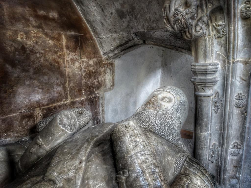 41. Harling tomb detail