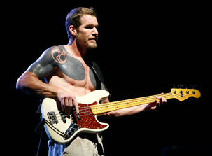 Tim Commerford (RATM) has apologised for inspiring Limp Bizkit