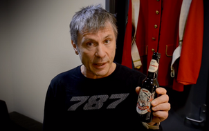 New Iron Maiden Beer poured by... Bruce Dickinson himself!