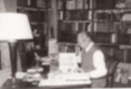 F Beaucour dans son bureau 25janv1989 _
