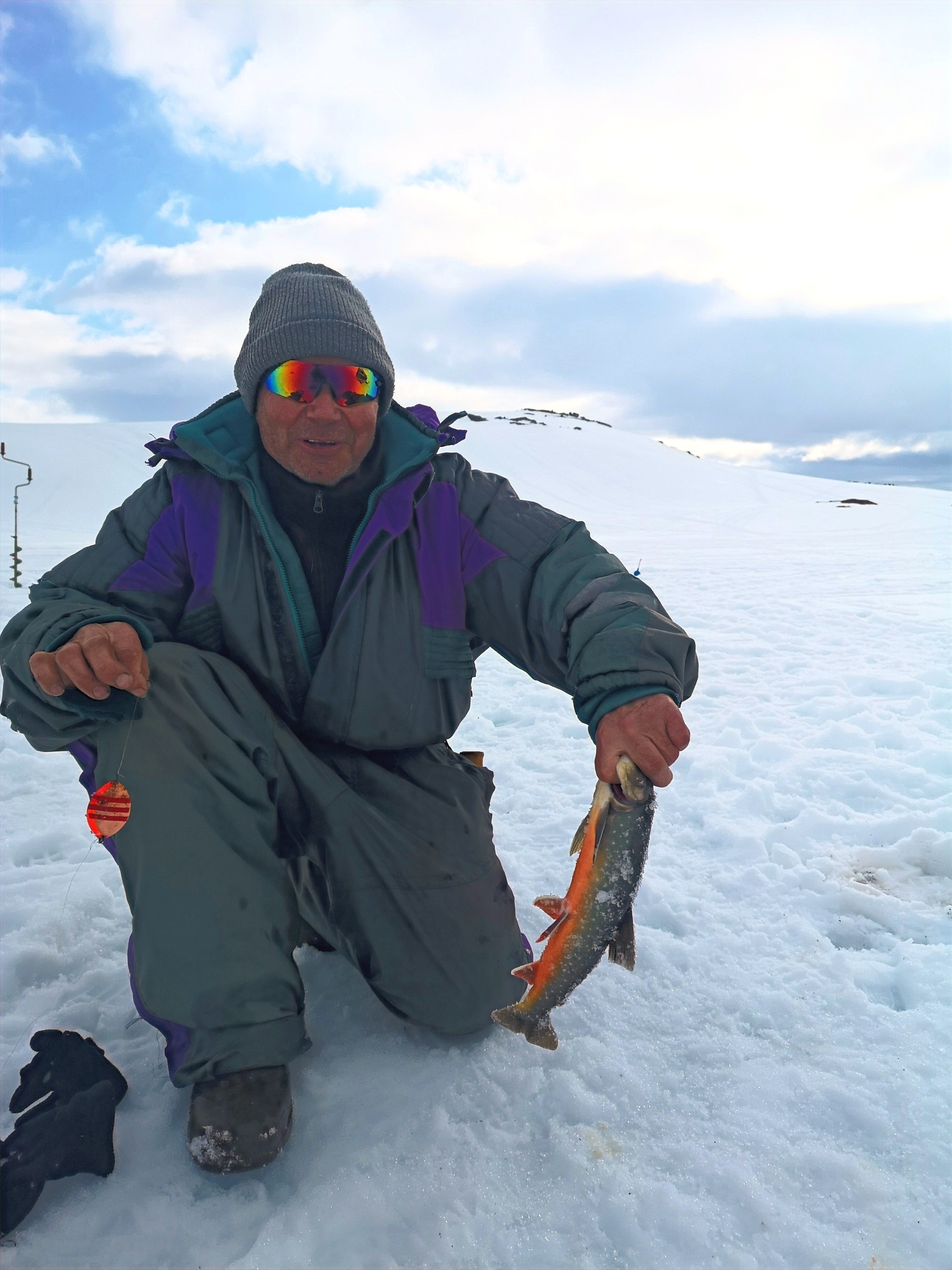 Icefishing for dummies with snacks