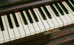 piano small.jpg