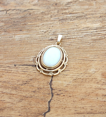 SALE 9ct Gold Opal Pendant