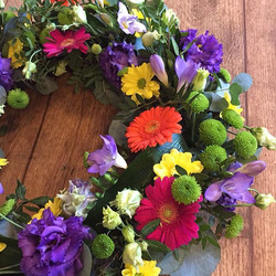 Bright wreath #independentflorist #flori
