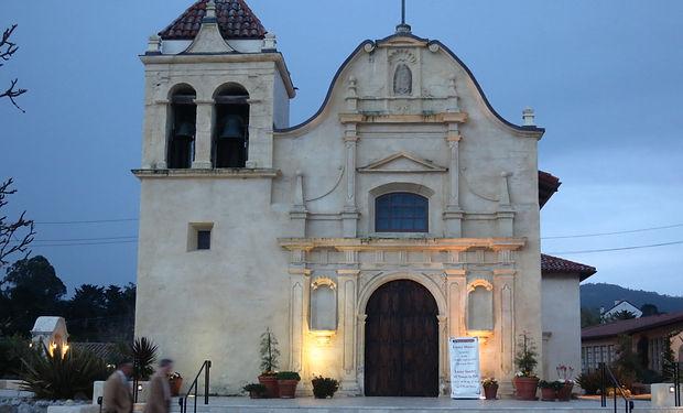 San_Carlos_Borromeo_Cathedral_(Monterey,