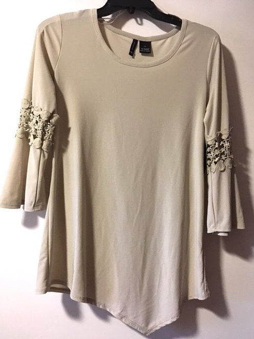 Ladies Size Small Stone 3/4 Sleeves Top