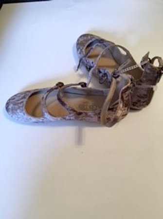 Ladies Size 8M Taupe Shoes