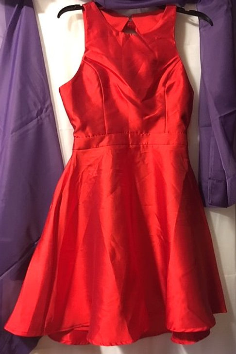 Ladies Size Large Red Backless Prom Special Occasion Dress