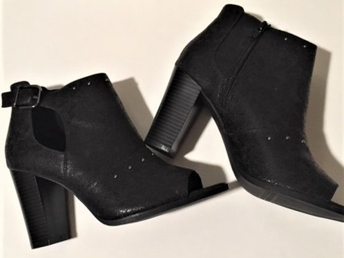 Ladies Size 9 Vera Wang Black Ankle Boot