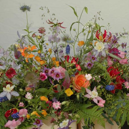 afscheidsbloemen: bloemstuk ontelbare bloemen net een tuintje