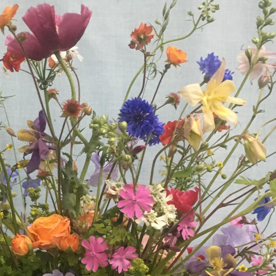 Detail lentestuk met tuinbloemen