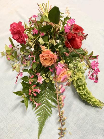 liggens boeket met tuinbloemen
