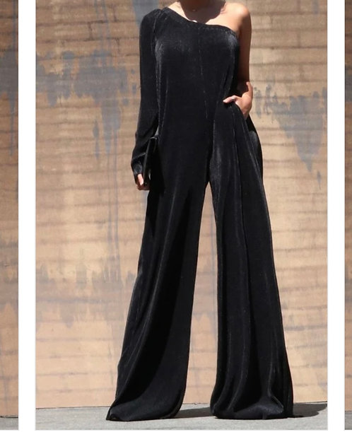The Black Collection Jumpsuit!/Fits bigger