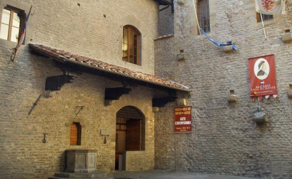 """Museo """"Casa di Dante"""""""