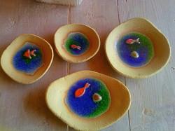Piattini di ceramica con vetro fuso