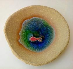 Piattino di ceramica con vetro fuso