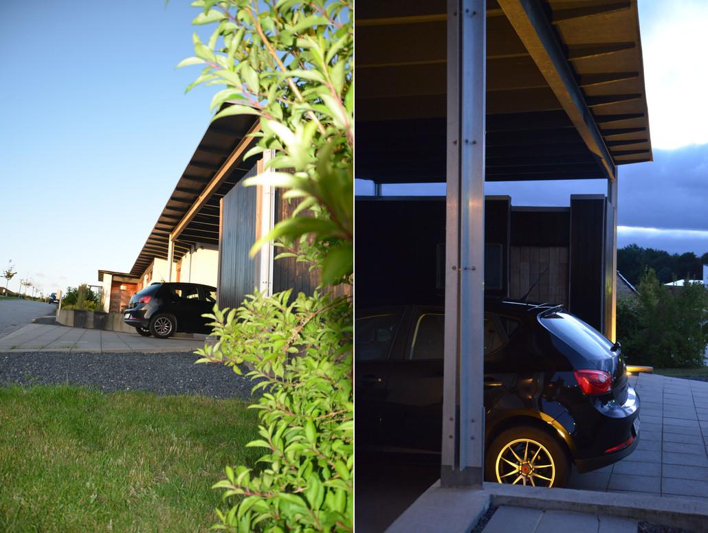 """Elegant luftig integreret carport med højt til loftet, """"hems"""" og masser af plads også til campingvogn, hvis det skal være."""