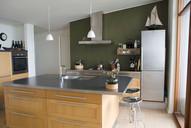 Lyst køkken m rene naturmaterialer